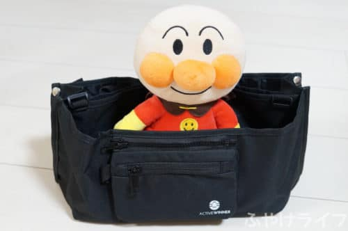 ACTIVE WINNERベビーカーバッグにアンパンマンの人形を入れた状態